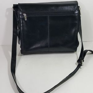 5070109e6c85 Wilsons Leather Black Leather Flap-Over Messenger